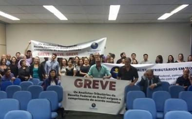 Em greve, Analistas-Tributários do estado de São Paulo promovem manifestação pacífica no aeroporto de Cumbica, em Guarulhos
